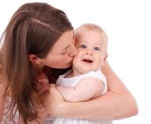 madre con bebé edad de ser madre