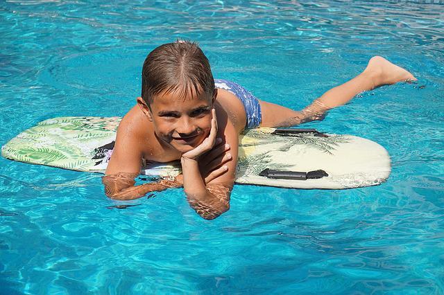 Prevenir la otitis en la piscina