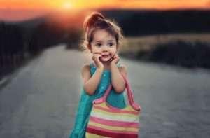 niña con una cara muy bonita, sonriendo , para hablar de salud infantil