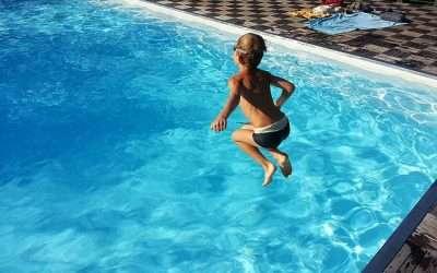 Prevenir ahogamientos en la piscina y el mar