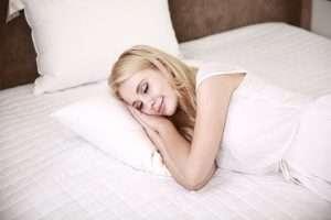 madre durmiendo para hablar de las dificultades de dormir en el posparto