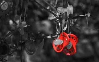 Consejos para elegir y utilizar chupetes y sonajeros con seguridad