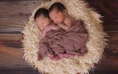 Dos mellizos nacen en diferente año y década