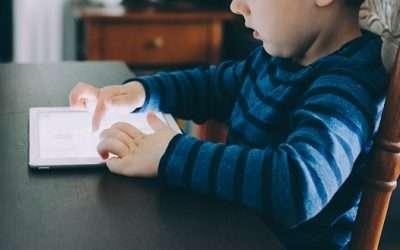 Consejos de la OMS sobre el uso de pantallas en niños pequeños