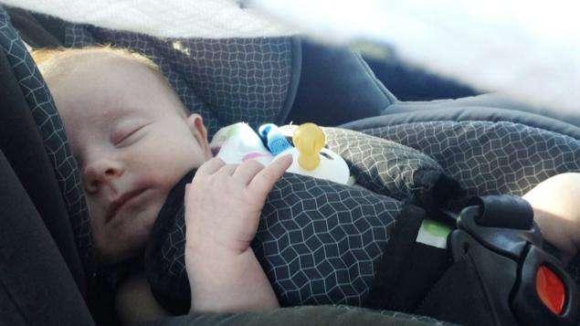 Consejos para viajar en coche con un bebé