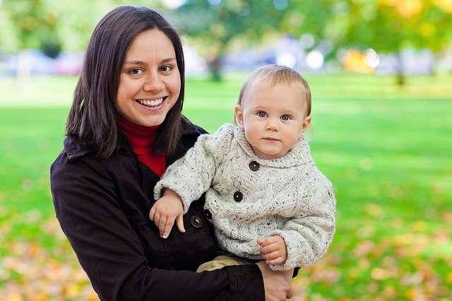 Vuelta al trabajo: ¿dejo al bebé con los abuelos, una cuidadora o en la guardería?
