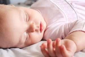 bebe dormido para hablar deayudar recien nacido distinguir dia y noche