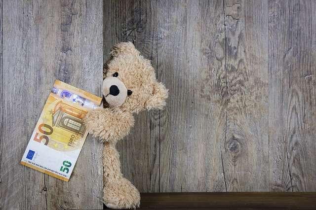Cómo pedir los 100 euros por maternidad