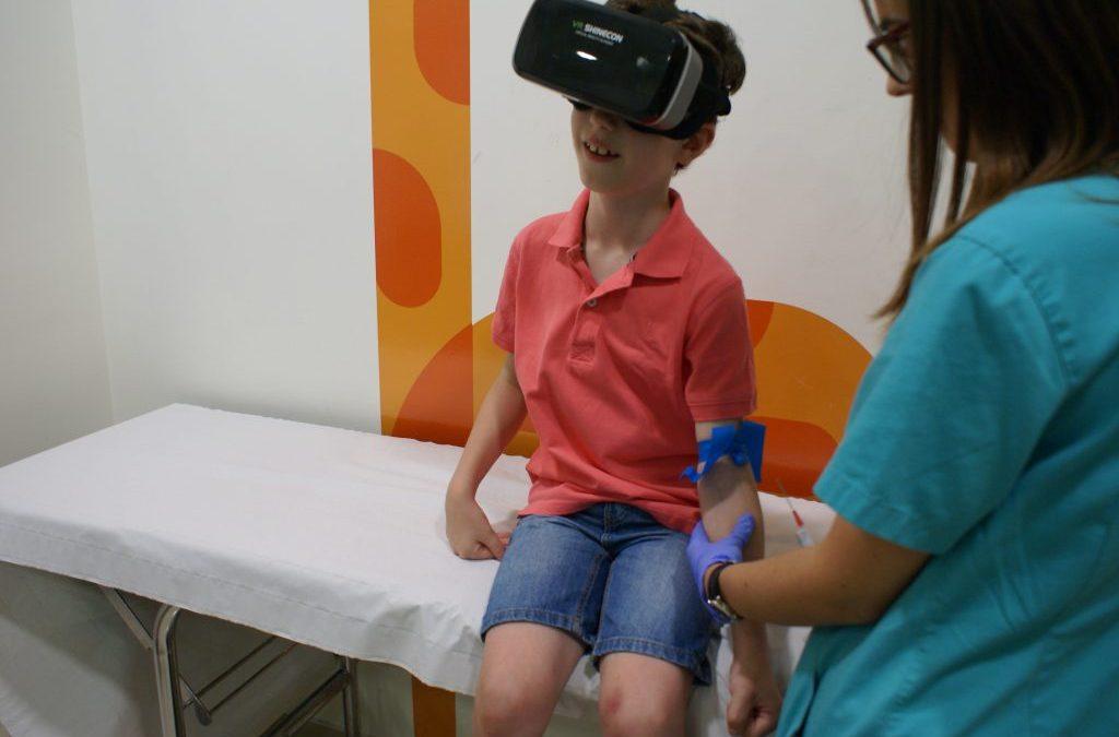 Gafas de realidad virtual para ayudar a los niños a olvidarse del dolor en urgencias