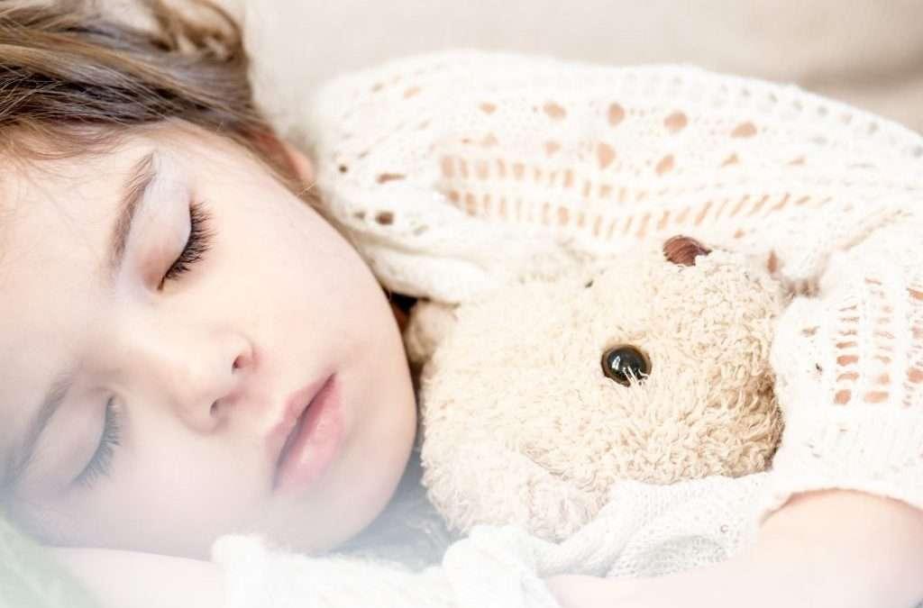 Cómo actuar si tu hijo se hace pis en la cama