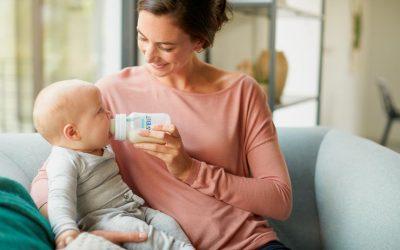 Buenas ideas: un biberón que mantiene la tetina llena de leche incluso estando horizontal