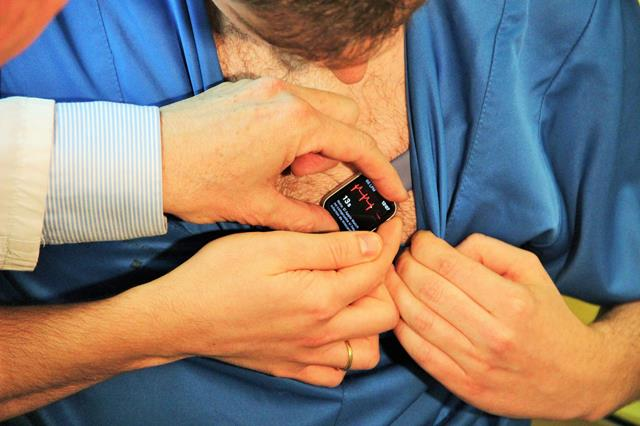 electro con un smartwatch