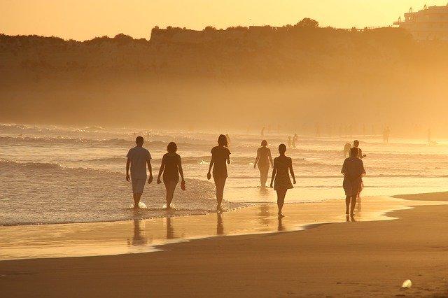 paseo playa mar verano vacaciones